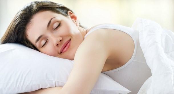 Jak nie chrapać i w końcu przesypiać całą noc?